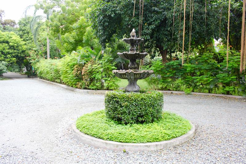 fountain at the henry hotel manila