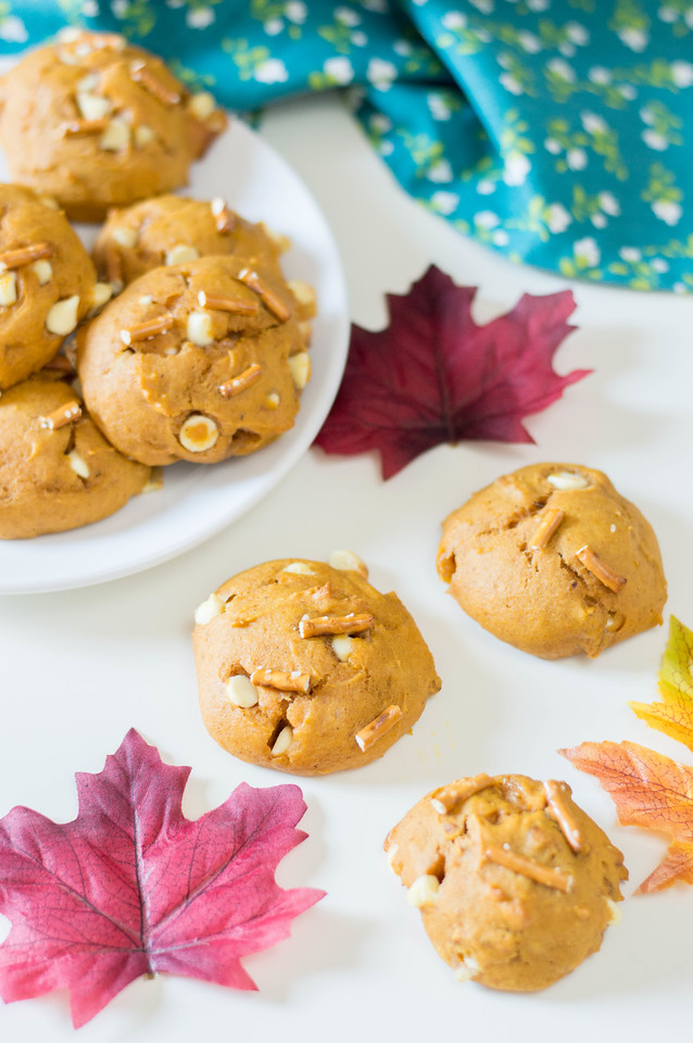 These Fall White Chocolate Pretzel Pumpkin Cookies are made with real pumpkin, and have the awesome sweet and salty crunch of white chocolate and pretzels.