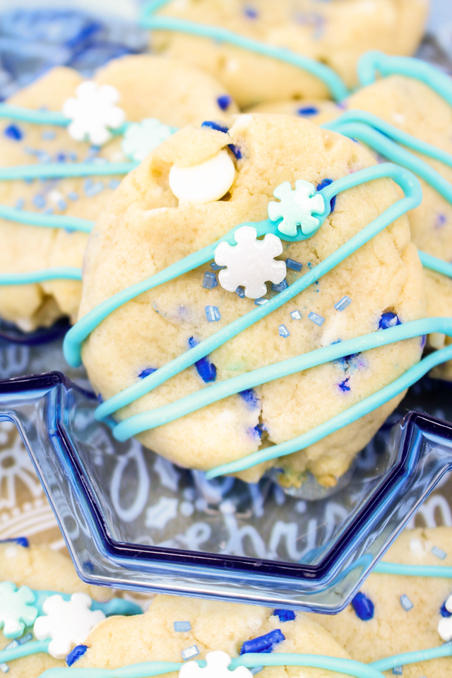 My Winter Blizzard Cookies are gorgeous cookies to add to your holiday platter! Made with Pillsbury™ Sugar Cookie Dough (the chub), they are #madeathome #ad
