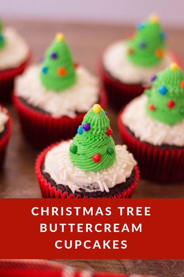 Merry Christmas Eve! These Christmas Tree Buttercream Cupcakes are perfect for today or tomorrow. Last minute parties or even to leave out for Santa too!