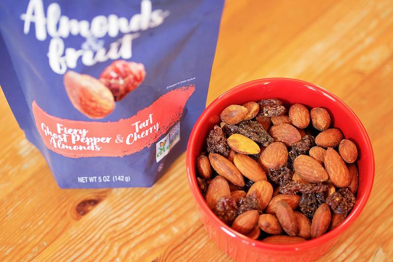 Take your summer snacking to the next elegant level with Blue Diamond Almonds & Fruit. It's a perfect match! #ad #AlmondsAndFruit #BlueDiamond #Walmart