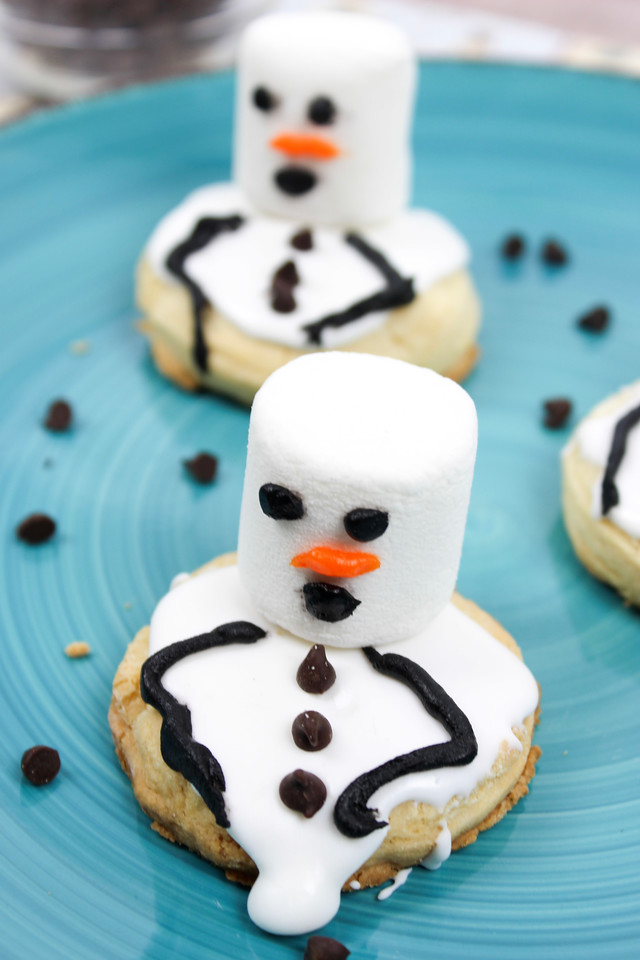 You know what I think? I think these Melting Snowman Cookies will be a hit anytime you make them - whether at home with your kids - or for a winter party. The holidays are over, but snowman fun is not over until spring. Enjoy this fun #recipe!