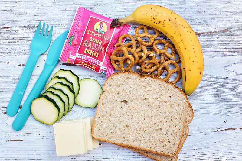 #ad These school lunch ideas are meaningful and effective and won't break the bank or clock. Try them now! #sunmaidsours #walmart #sunmaid @Walmart @sunmaid