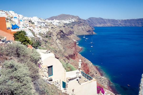 Lodging considerations when choosing a hotel in Santorini, Greece | www.eatworktravel.com