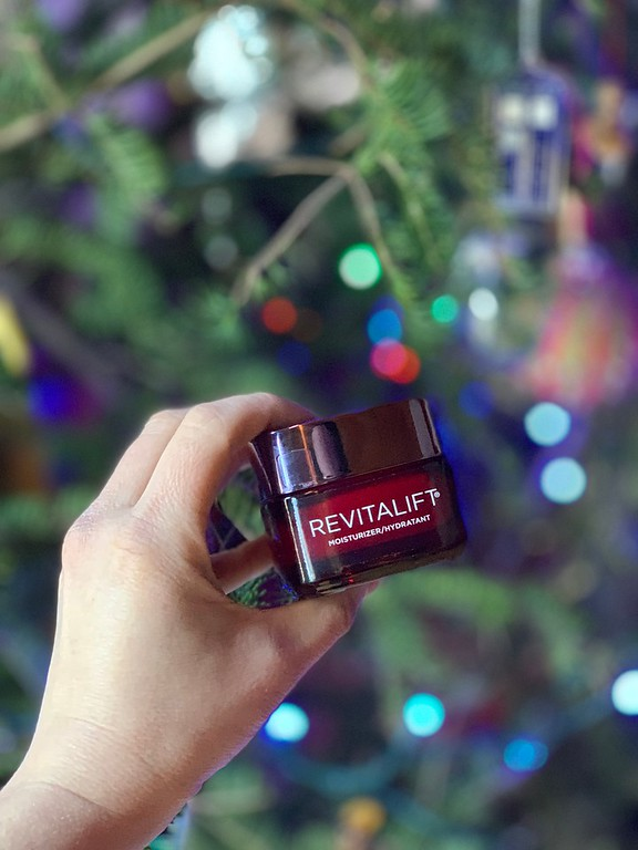 I took the 14 day challenge and here's what I love about L'Oreal Paris Revitalift Triple Power Day Cream #RevitaliftChallenge #LorealParis #WalmartBeauty #IC