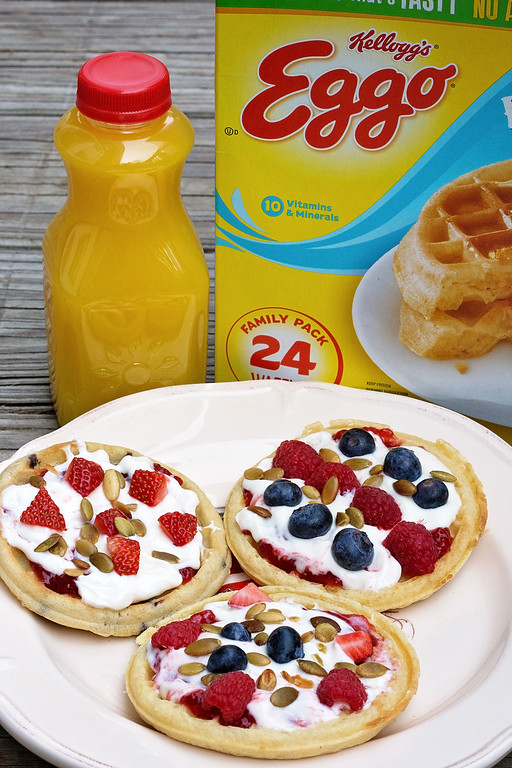 Eggo Waffle Pizzas can be made for breakfast, lunch, dinner, snack, or dessert, and only take a few minutes to make! #recipe #LeggoMyEggo #HearTheNews #ad
