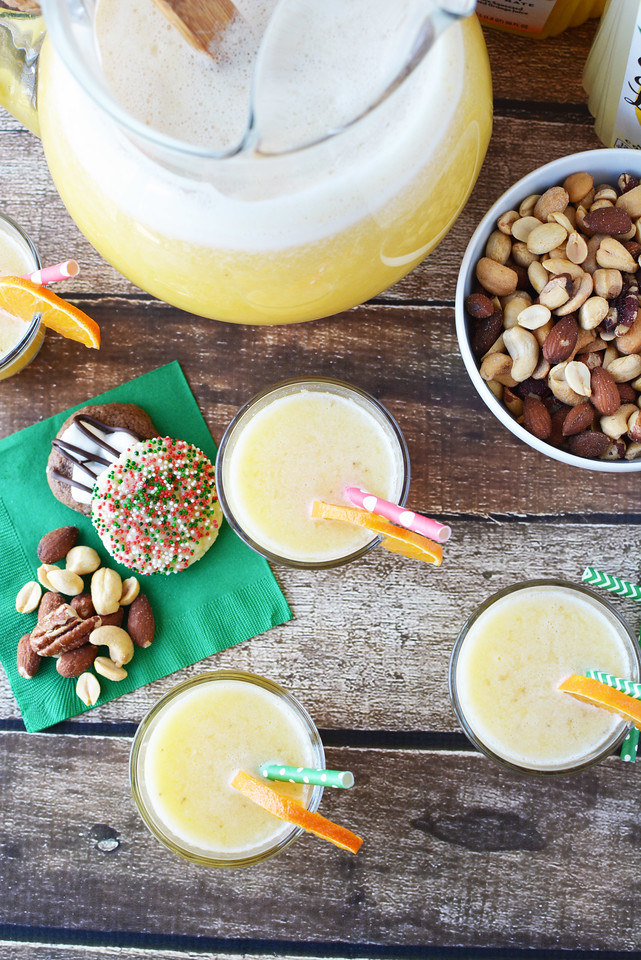This amazing Orange Lemonade Banana Pineapple Punch Deliciousness (say that 3 times fast) is the perfect #holiday #brunch #recipe! #ad #SimplyHolidaysAtSams