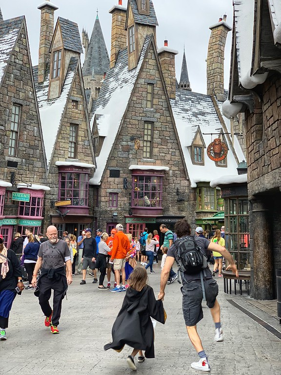 Looking to travel to Universal Studios Florida? There is SO MUCH to do, see, taste and enjoy. Here are 10 favorite #family experiences #ad #ReadyForUniversal