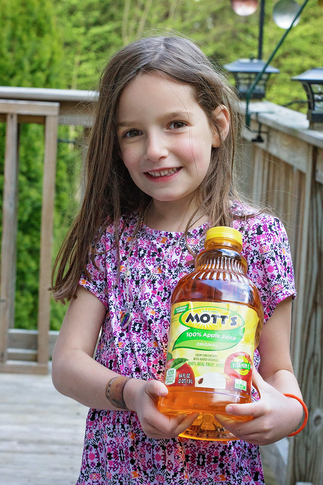 This year, Mott's and Walmart want to help you track your child's growth. Here are 5 ways to recognize, encourage, and enjoy their growth. #ad #WatchMeGrow
