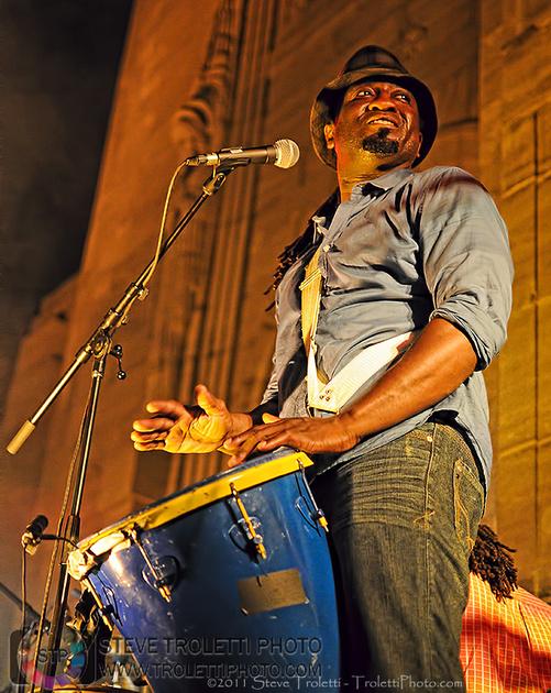 Élage Diouf musicien, percussionniste et auteur-compositeur-interprète - by Steve Troletti