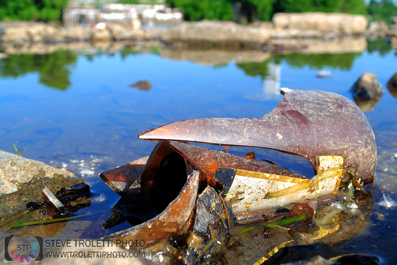 Steve Troletti Photography: Litter in Montreal Nature Parks / déchets dans les parcs nature de Montréal &emdash; Déchets - Parc Nature Île-de-la-Visitation Nature Park - Litter