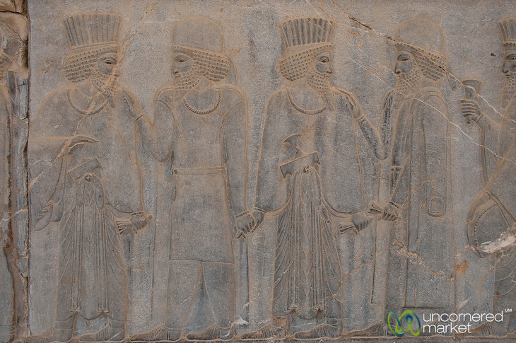 Persian and Median soldiers holding hands, leading the way to the king.