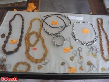 Imagini pentru roci de chihlimbar de la muzeul colti