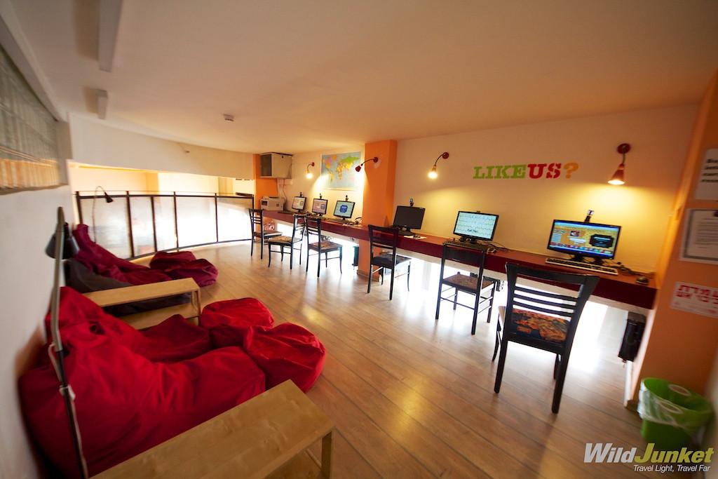 best travel jobs - make money traveling - working in hostels