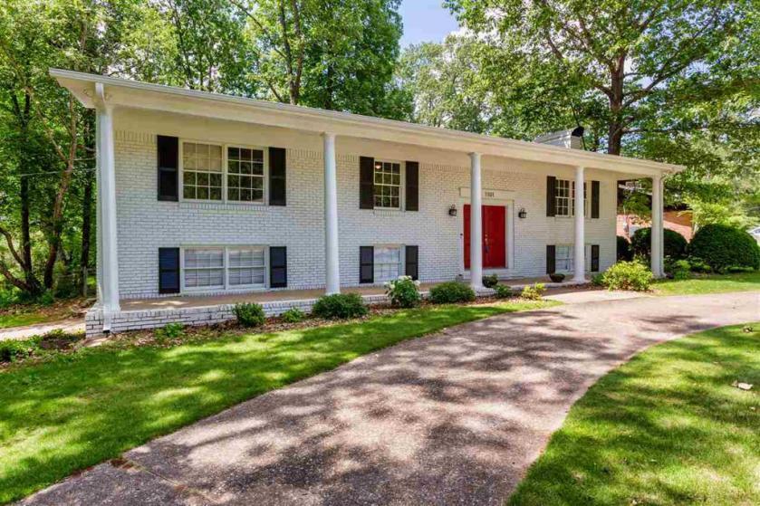 Property for sale at 1101 Regent Dr, Hoover,  Alabama 35226