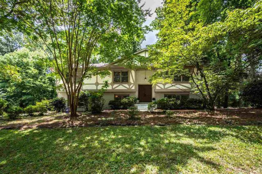 Property for sale at 2749 Altadena Lake Dr, Vestavia Hills,  Alabama 35243