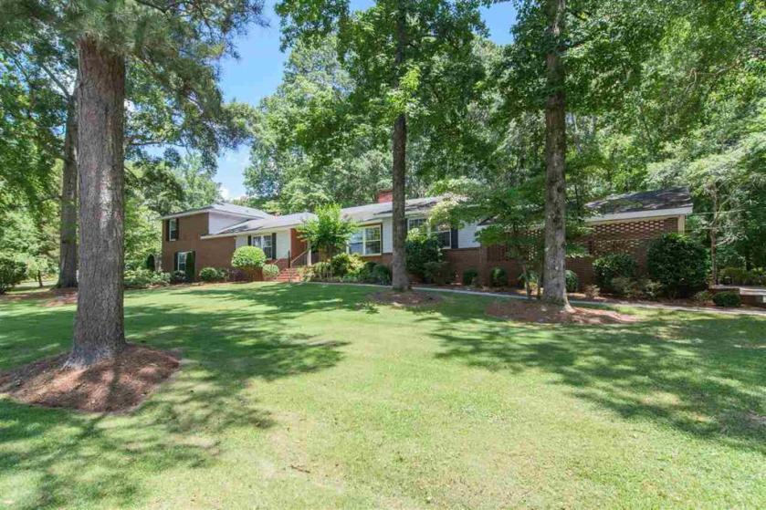 Property for sale at 635 Dogwood Way, Leeds,  Alabama 35094