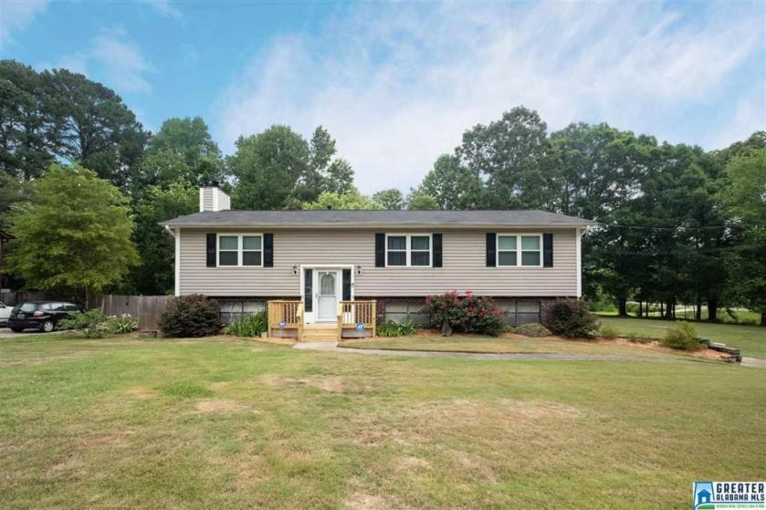 Property for sale at 121 Lynn Dr, Trussville,  Alabama 35173