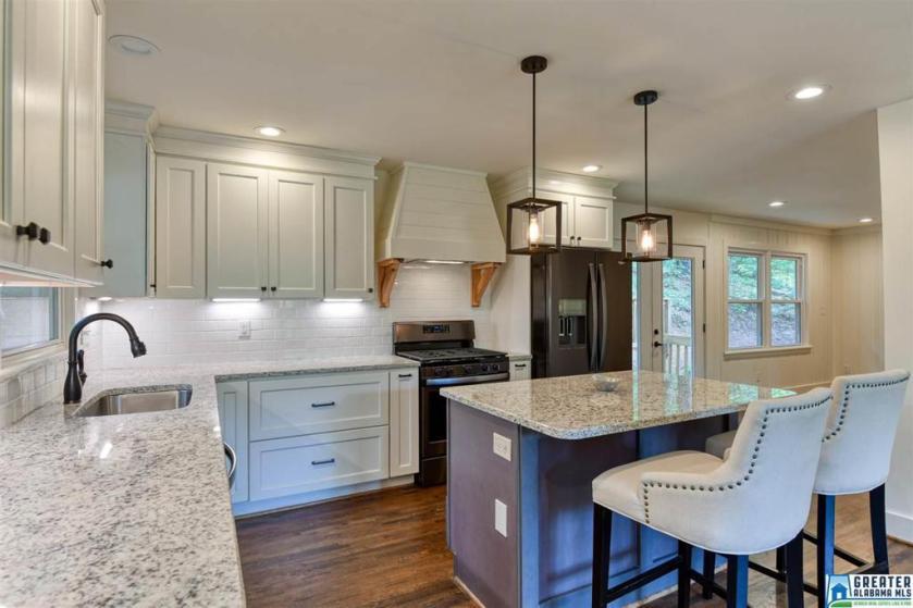 Property for sale at 3368 Valley Park Dr, Vestavia Hills,  Alabama 35243