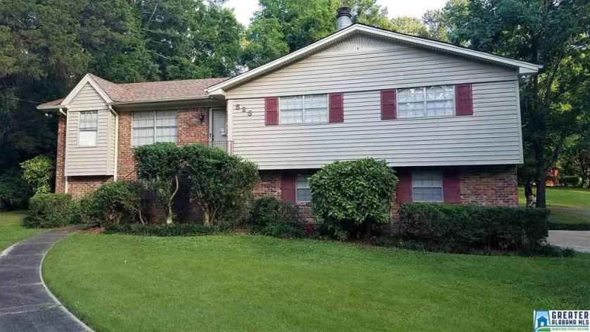 Property for sale at 523 23rd Ave NE, Center Point,  Alabama 35215