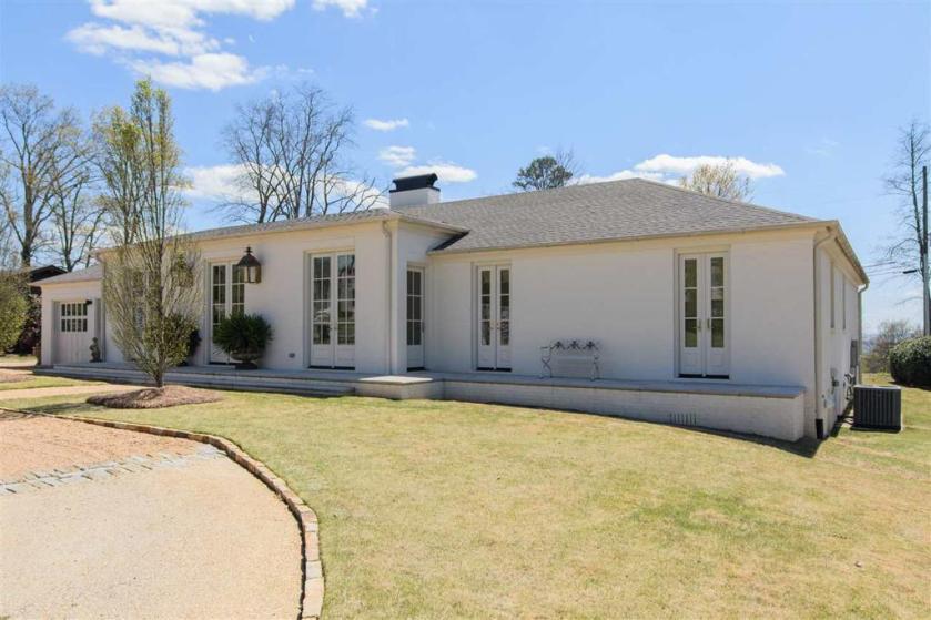 Property for sale at 2409 Chestnut Rd, Vestavia Hills,  Alabama 35216
