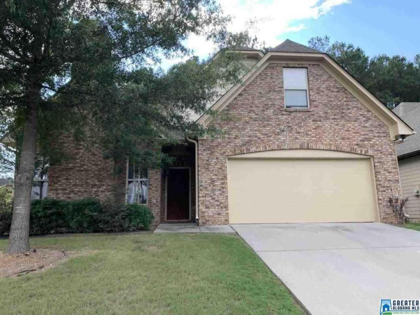 Property for sale at 1011 Merion Dr, Calera,  Alabama 35040