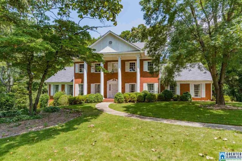 Property for sale at 2124 Viking Cir, Vestavia Hills,  Alabama 35216