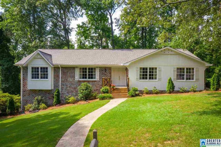 Property for sale at 2608 Creekview Dr, Hoover,  Alabama 35226