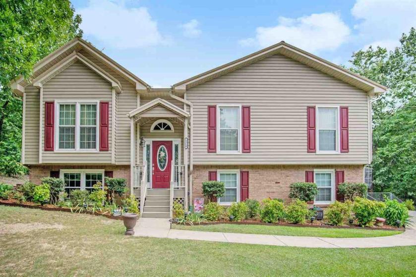 Property for sale at 1518 Arrowhead Trl, Alabaster,  Alabama 35007