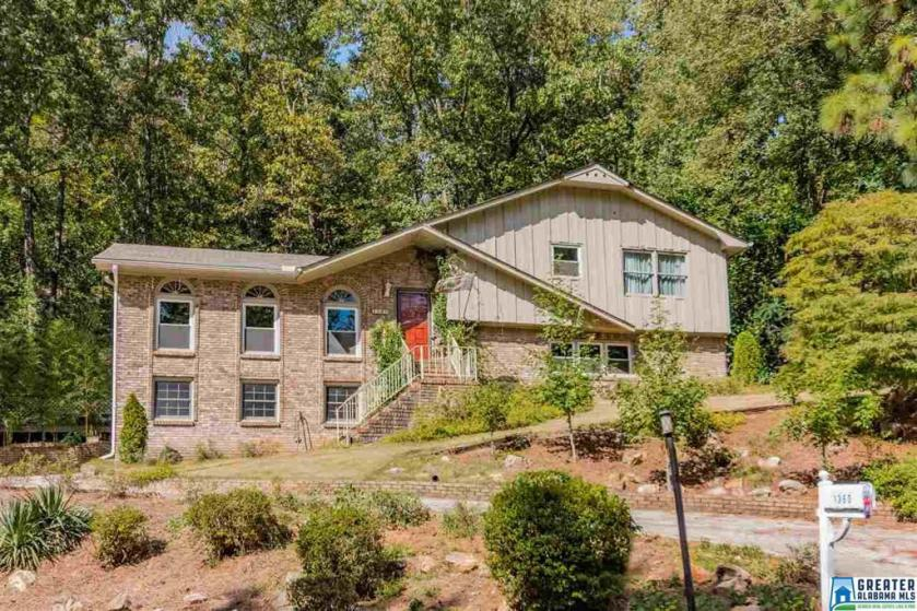 Property for sale at 1360 Starcross Dr, Vestavia Hills,  Alabama 35216