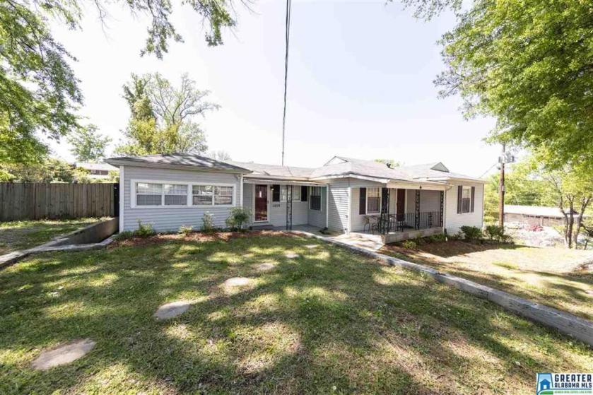 Property for sale at 4208 Autumn Ln, Vestavia Hills,  Alabama 35243