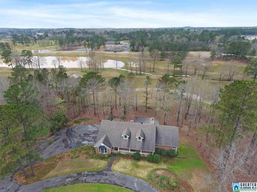 Property for sale at 3 Country Club Dr, Calera,  Alabama 35040