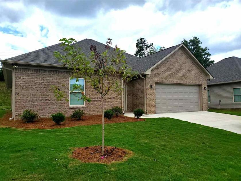 Property for sale at 133 Shiloh Creek Dr, Calera,  Alabama 35040