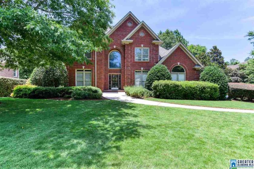 Property for sale at 805 Reynolds Crest, Vestavia Hills,  Alabama 35242