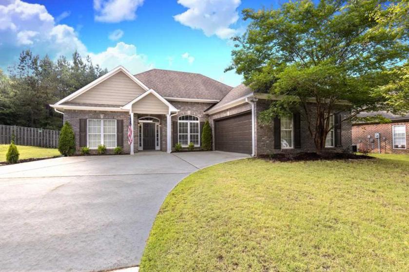 Property for sale at 204 Cove Pl, Pelham,  Alabama 35124
