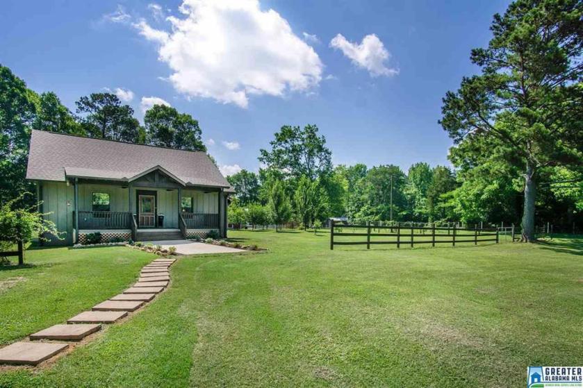 Property for sale at 342 Jonesboro Cir, Columbiana,  Alabama 35051