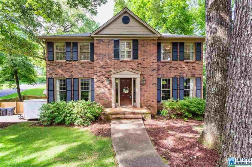 Property for sale at 2501 Old Oak Ln, Vestavia Hills,  Alabama 35243