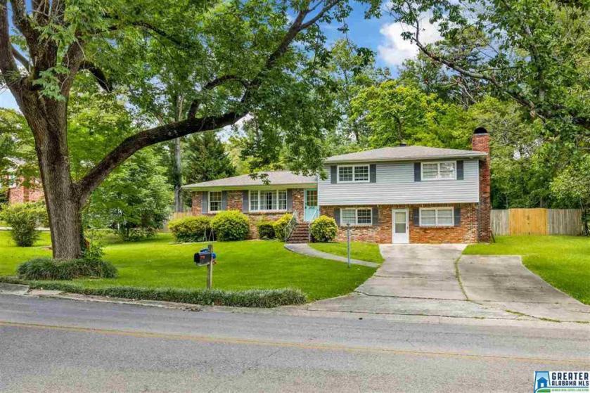 Property for sale at 1408 Linda Vista Ln, Vestavia Hills,  Alabama 35226