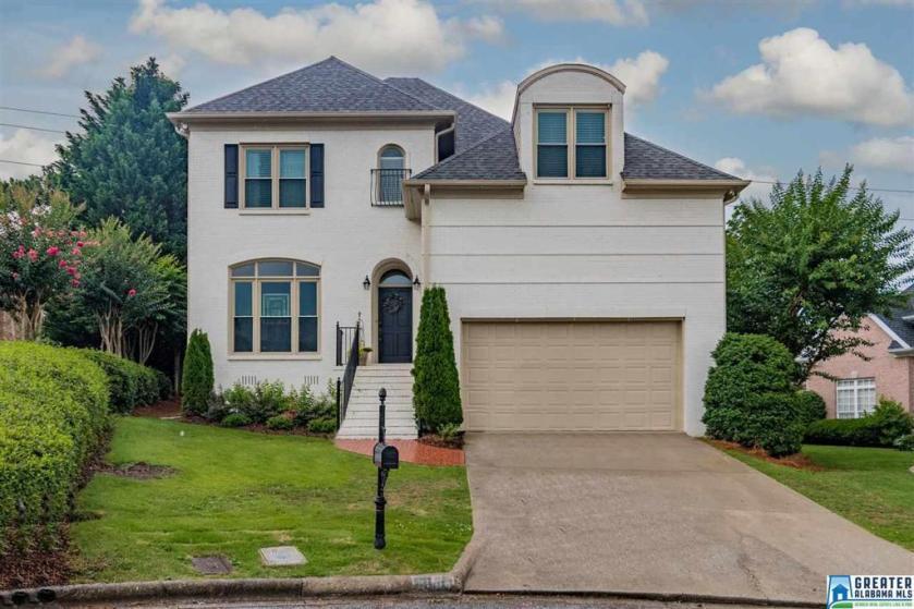 Property for sale at 2004 Hulsey Pl, Vestavia Hills,  Alabama 35216