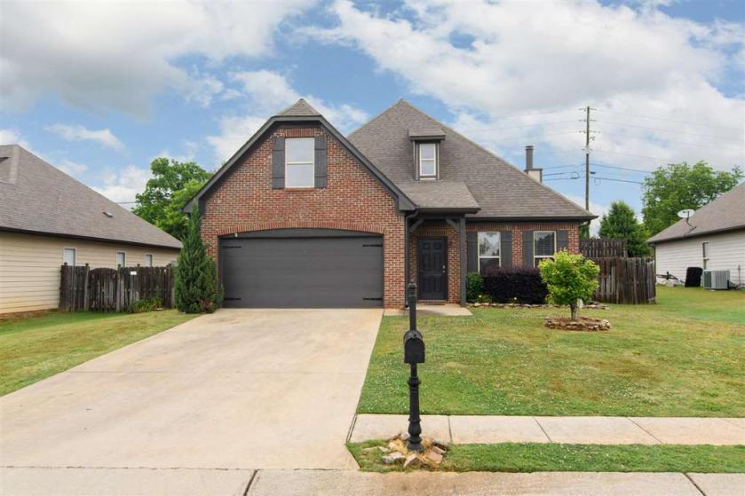 Property for sale at 1056 Maryanna Rd, Calera,  Alabama 35040