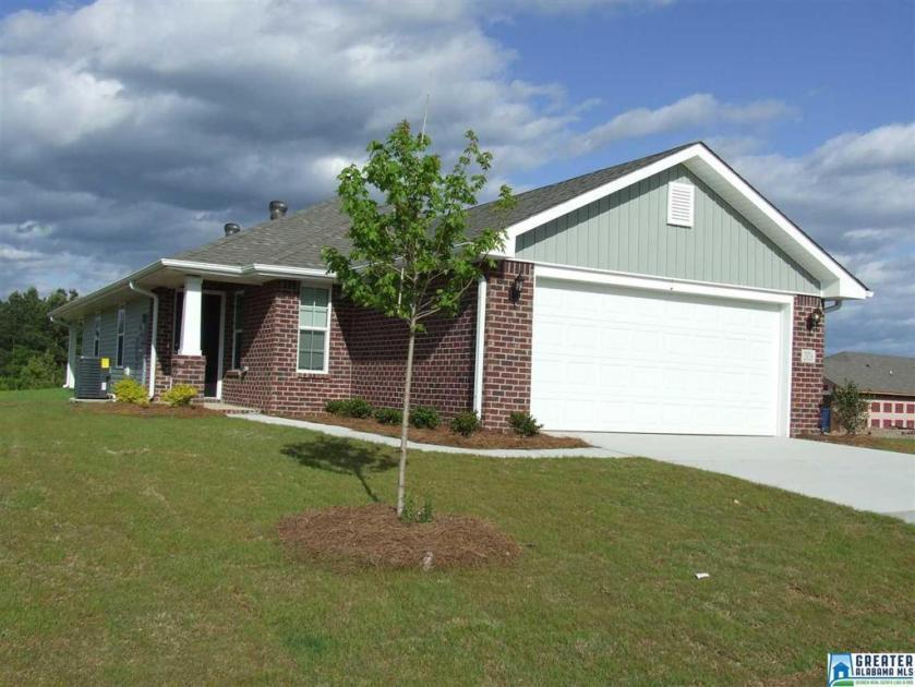 Property for sale at 2042 Village Ridge Cir, Calera,  Alabama 35040