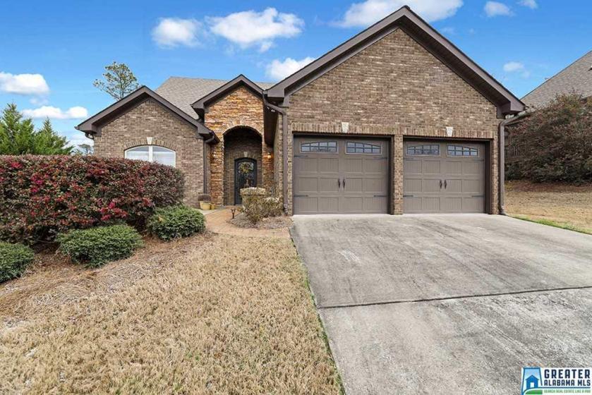 Property for sale at 113 Lauchlin Ln, Pelham,  Alabama 35124