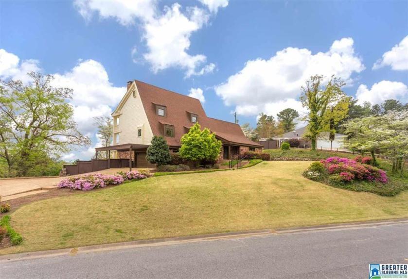 Property for sale at 1423 Panorama Dr, Vestavia Hills,  Alabama 35216