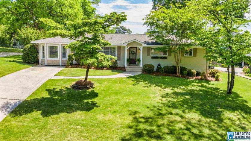 Property for sale at 1121 Forest View Ln, Vestavia Hills,  Alabama 35216