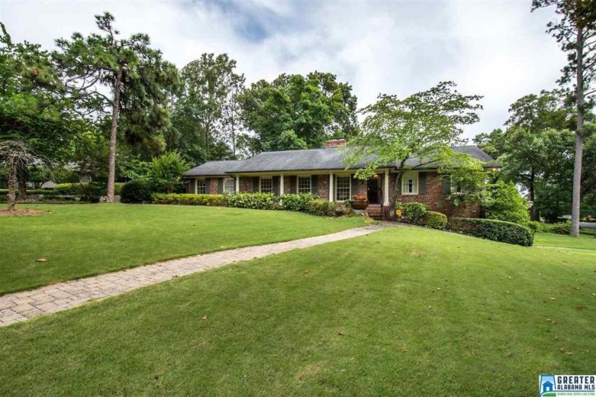Property for sale at 1341 Mountain Laurel Cir, Vestavia Hills,  Alabama 35216