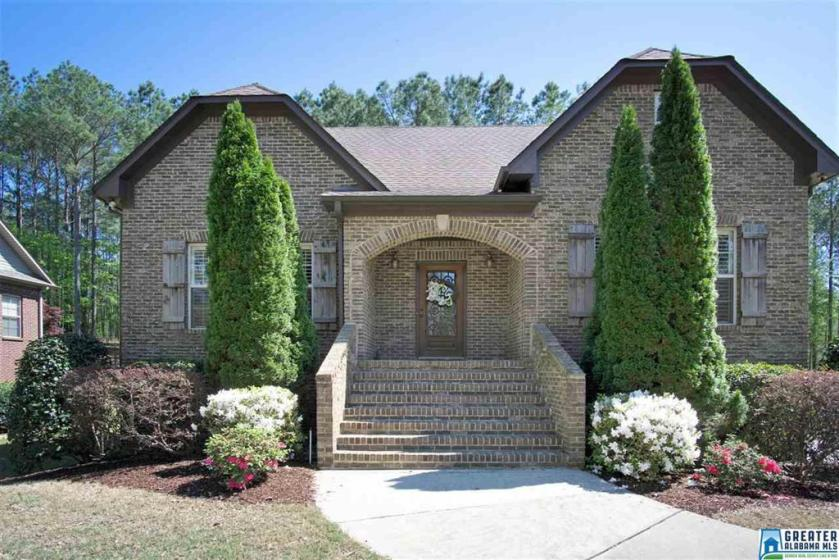 Property for sale at 144 Lauchlin Ln, Pelham,  Alabama 35124