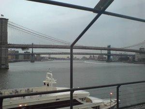 På rätt sida om broarna.