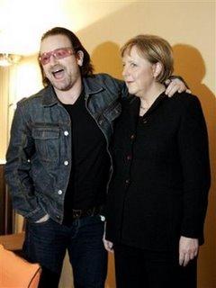 Angela Merkel y Bono