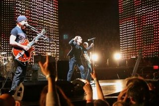 U2 VERTIGO PHOTOS in New York 1