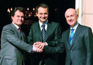 El Presidente del Gobierno, José Luis Rodr�guez Zapatero, con el portavoz de CIU, Artur Mas,a la izquierda y el secretario general, Duran i Lleida